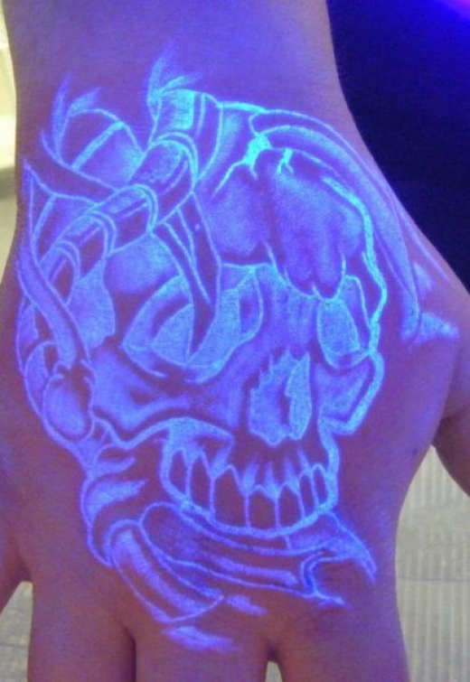 blacklight_tattoos_640_14.jpg