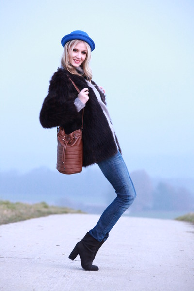 black-h-m-boots-faux-fur-h-m-coat-basic-zara-jeans-blue-viva-frida-hat_400.jpg