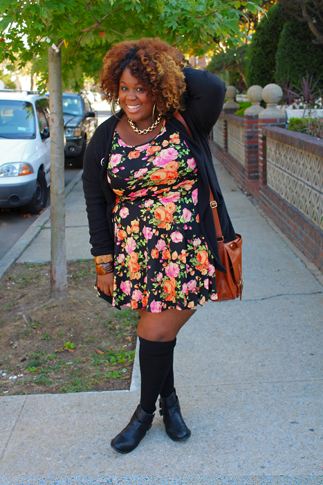 plus-size-fashion-blogger-kneehighs-florals.png