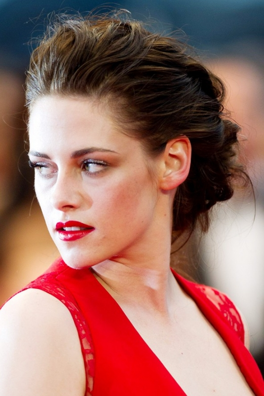 kstewart_beauty2_v_28may12_rex_b_592x888.jpg