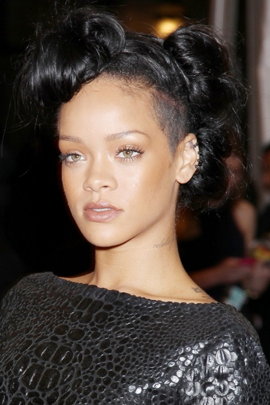 rihanna_beauty_v_8may12_rex_b_592x888.jpg