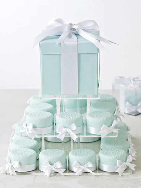tiffany_blue_cakes_via_zsazsabellagio.blogspot.com_.jpg
