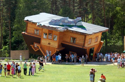 Upside-down-house-Poland.jpg
