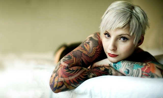girl-with-tattoo-on-bed-background-.jpg
