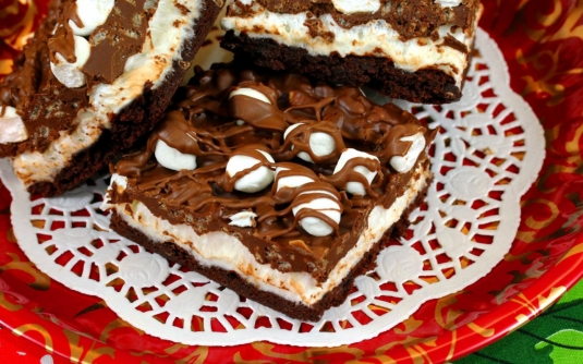 food___cakes_and_sweet_slices_of_cake_on_a_plate_082260_12.jpg