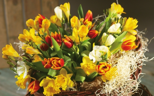 nature___flowers_bouquet_into_basket_054048_12.jpg