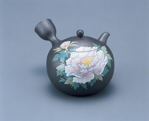 18_banko_ware_tea_pot_with_peony_design_in_relief1.7m.jpg