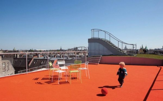 a_rooftop_playground_640_12.jpg