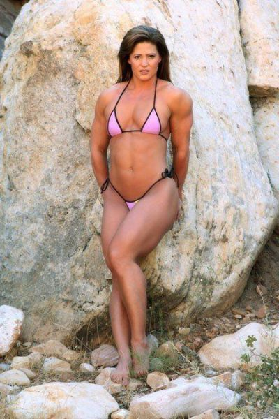 attractive_female_bodybuilders_flexing_640_25.jpg