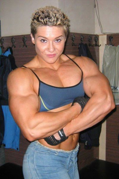 attractive_female_bodybuilders_flexing_640_28.jpg