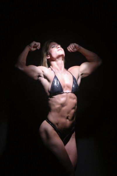 attractive_female_bodybuilders_flexing_640_36.jpg