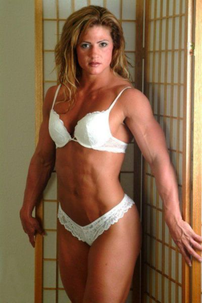 attractive_female_bodybuilders_flexing_640_37.jpg