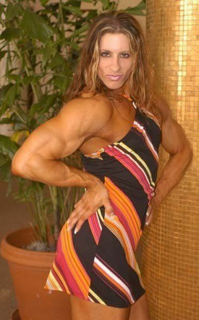 attractive_female_bodybuilders_flexing_640_39.jpg
