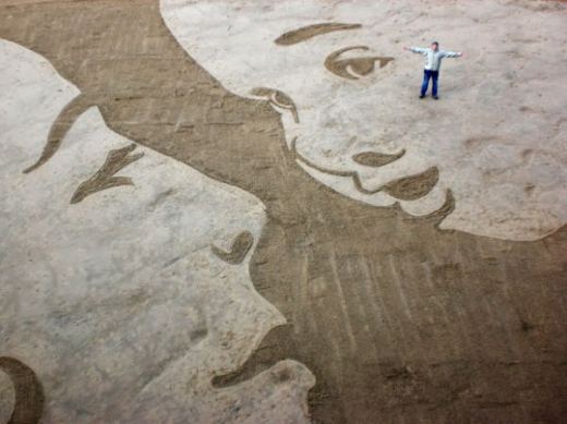 beach_sand_artist_creates_massive_drawings_640_08.jpg