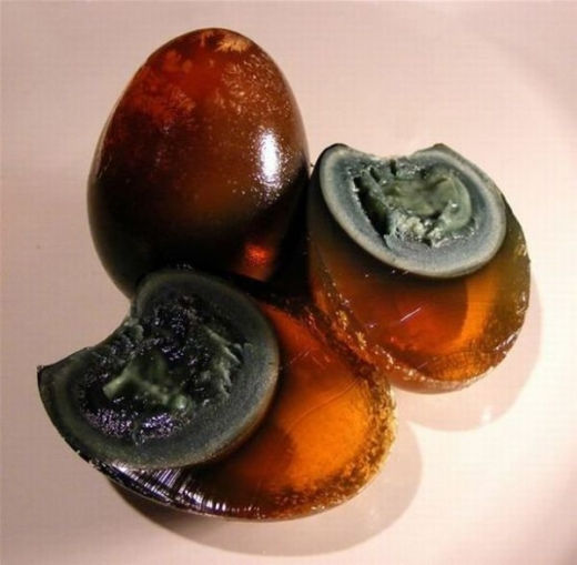chinese_delicacy_discolored_century_eggs_640_02.jpg
