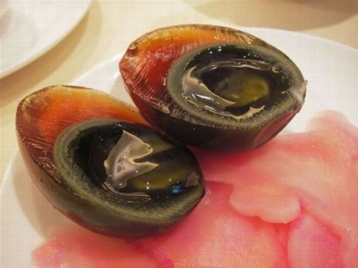 chinese_delicacy_discolored_century_eggs_640_07.jpg