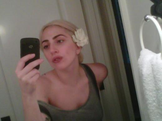 lady-gaga-without-makeup_524x393.jpg