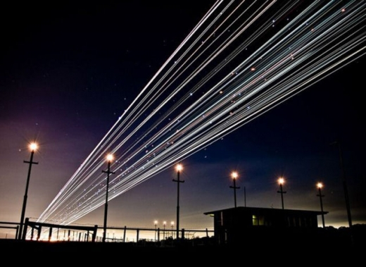 long_exposures_of_aircraft_landings_and_takeoffs_640_01.jpg