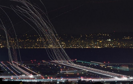 long_exposures_of_aircraft_landings_and_takeoffs_640_02.jpg