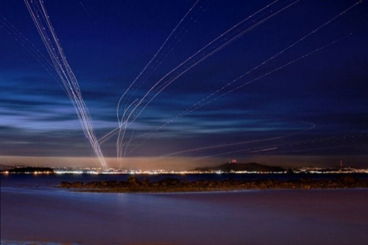 long_exposures_of_aircraft_landings_and_takeoffs_640_03.jpg