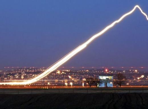 long_exposures_of_aircraft_landings_and_takeoffs_640_11.jpg