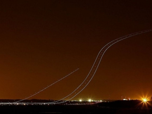 long_exposures_of_aircraft_landings_and_takeoffs_640_13.jpg
