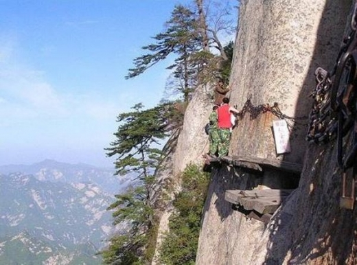 most-dangerous-tourist-hiking-trail-05.jpg