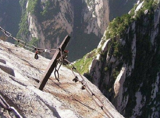 most-dangerous-tourist-hiking-trail-07.jpg