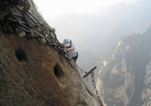 most-dangerous-tourist-hiking-trail-08.jpg