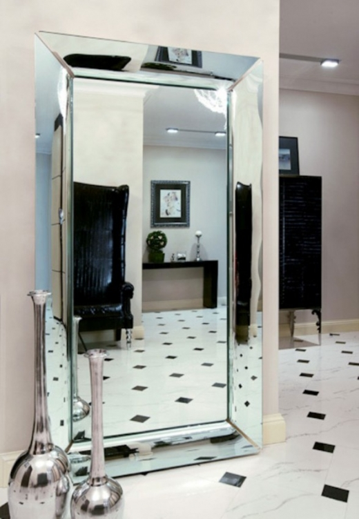 new-bride-apartment-with-luxurious-look-in-moscow-big-mirror-588x850.jpg