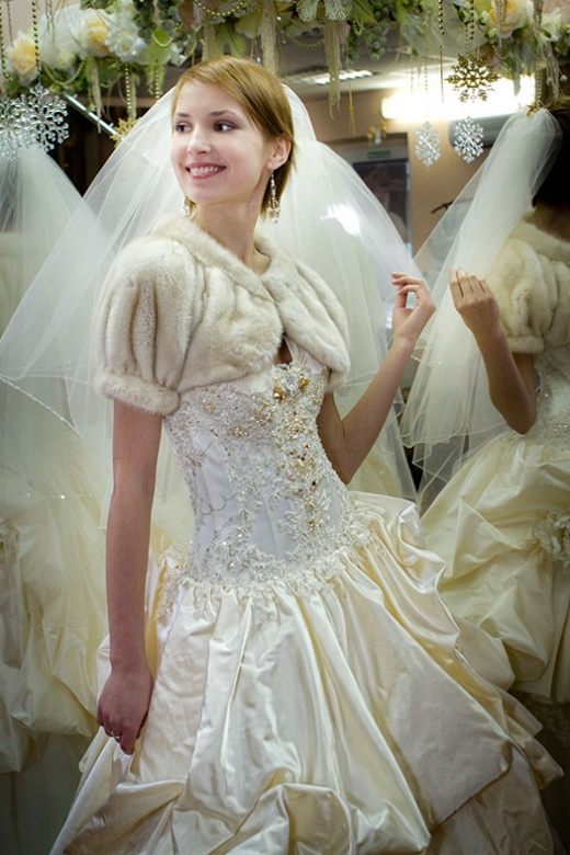 olya_behappy_gown_4_3.jpg.jpg