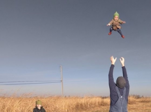people_tossing_babies_640_02.jpg