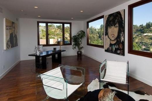 rihanna_home_13_thumb.jpg