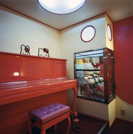 the_bizarre_love_hotel_in_japan_640_02.jpg