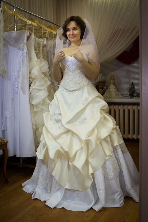 ulya_behappy_gown_1_1.jpg