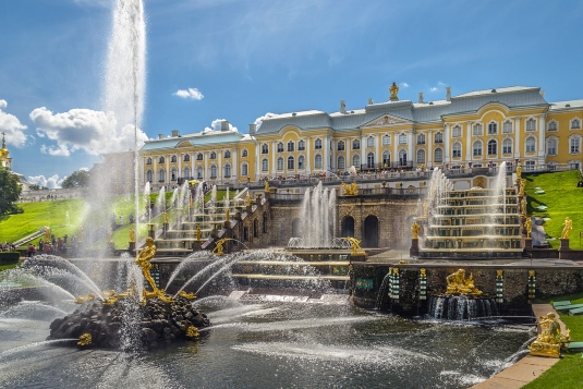 grand_cascade_in_peterhof_01.jpg